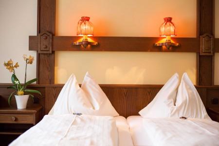 Gästezimmer Orange Bett